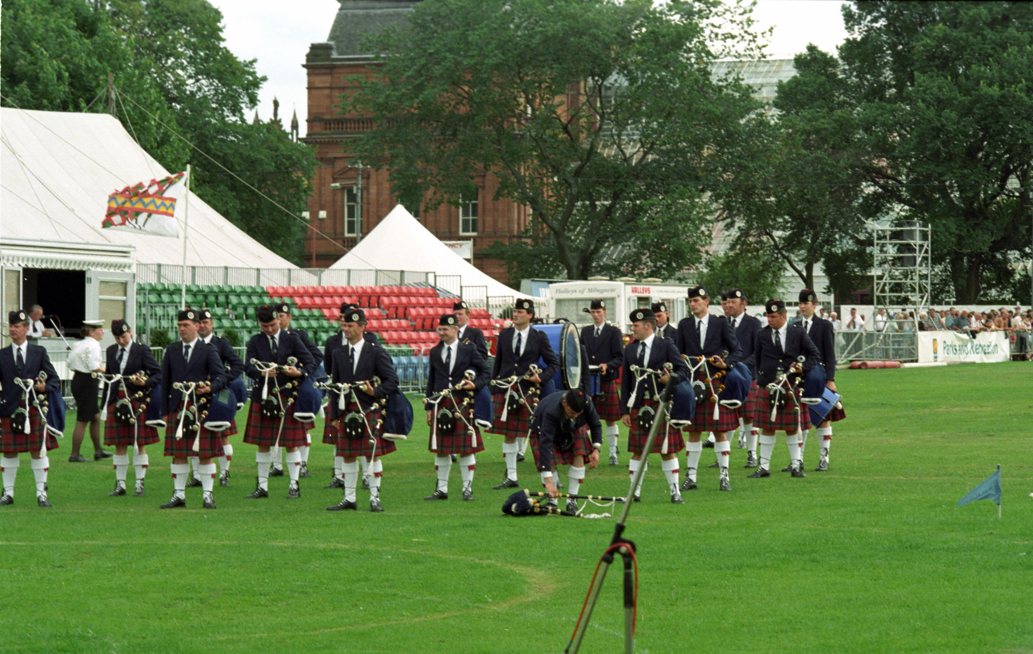 Glasgow Green 1997: Vale of Atholl Pipe Band getting ready to compete