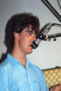 Gordon singing with Coel Beg